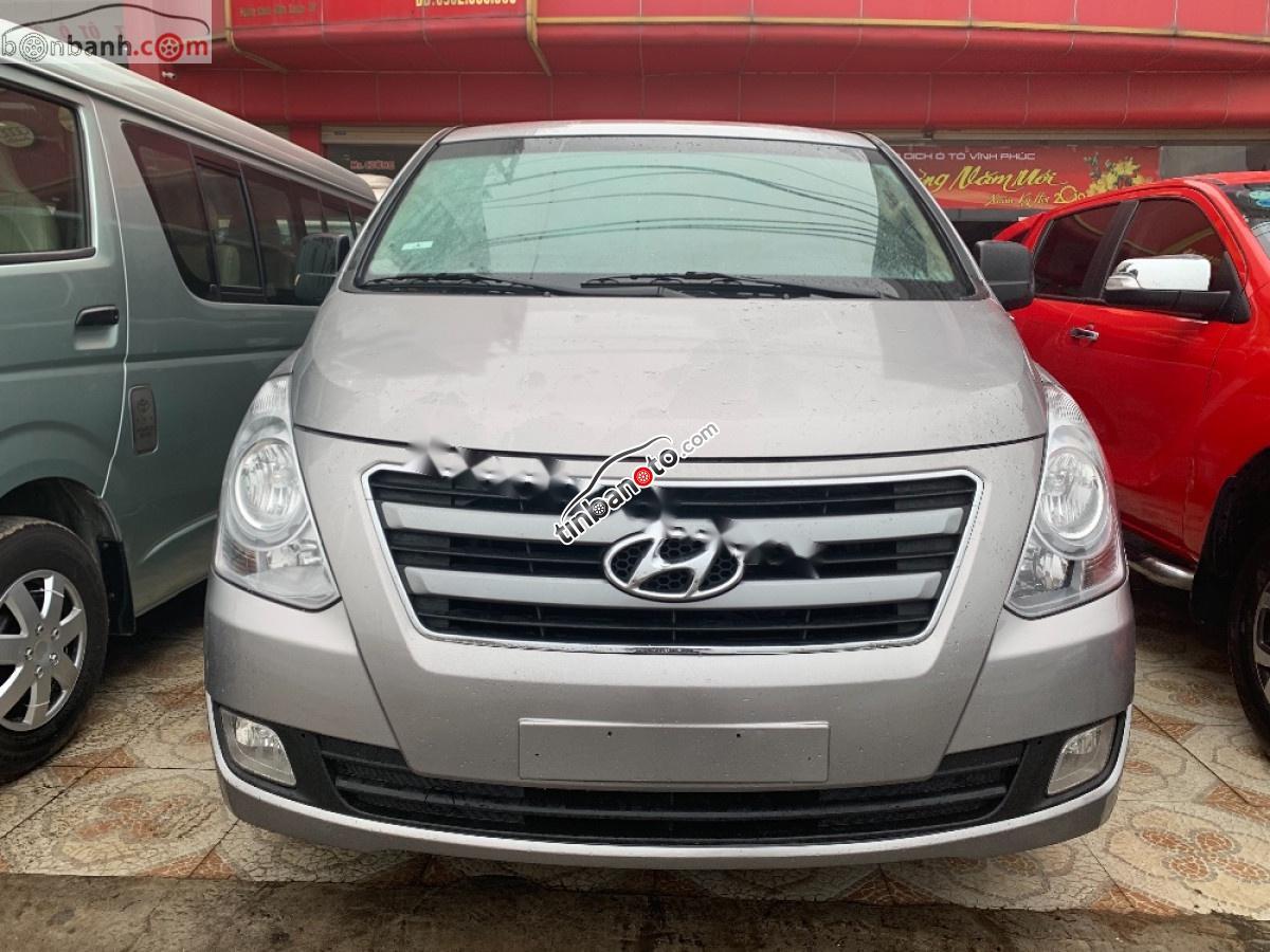 ban oto Nhap khau Hyundai Grand Starex  2016